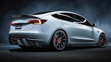 Vorsteiner mete mano al Tesla Model 3: porque un coche eléctrico también se puede atiborrar de carbono