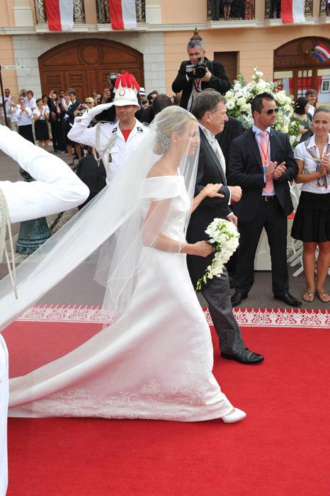 Todas las imágenes del vestido de novia de Charlene Wittstock en su boda con Alberto de Mónaco