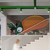 El diseño de las oficinas de esta empresa de juguetes se planteó como el tablero de un juego de mesa