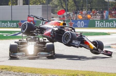 A la FIA se le ha ido el mundial de Fórmula 1 de las manos, y no solo por el accidente de Max Verstappen y Lewis Hamilton