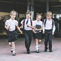 El uniforme con falda ya no será obligatorio para las niñas de Galicia: un paso más a favor de la igualdad de sexos