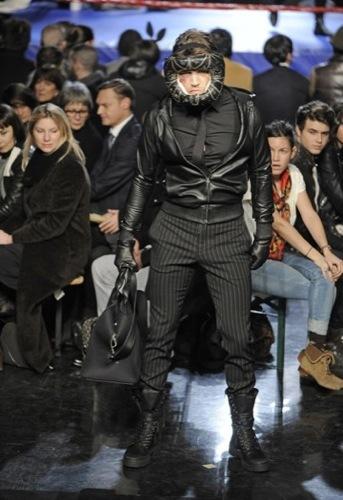 Jean Paul Gaultier, Otoño-Invierno 2010/2011 en la Semana de la Moda de París. Negro