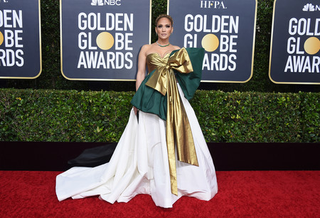 Jennifer López nos enamora en los Globos de Oro con un lookazo de ganadora
