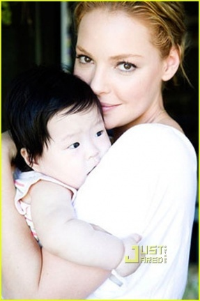 Katherine Heigl presenta a su niña
