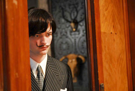 Robert Pattinson haciendo de Dalí en su nueva película