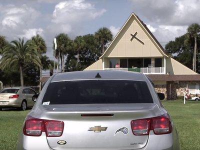 La solución al creciente ateísmo está en los autocines. ¡Escucha el sermón desde el coche!
