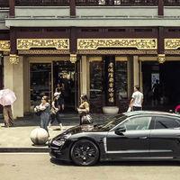 El Porsche Taycan, casi al descubierto, exprime sus más de 600 CV en el arranque de su gira mundial en Shanghái