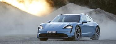 Probamos el Porsche Taycan Cross Turismo: el silencio y la contundencia de un coche eléctrico que ahora se atreve incluso con algo de campo