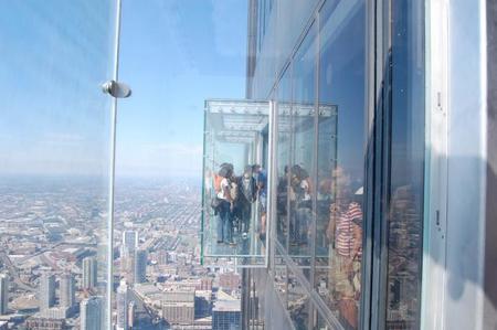 Miradores con suelos de cristal no aptos para personas con vértigo