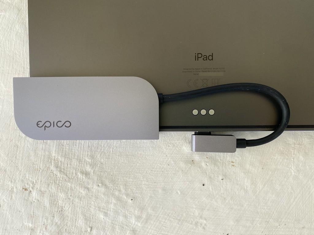 Hub USB-C para <strong>iPad℗</strong> Pro de Epico: añade hasta seis conexiones extra al USB-C de tu iPad»>     </p> <p>Con el <strong>iPad℗</strong> Pro, en situaciones logramos querer conectar diversos complementos según nuestras necesidades. El <strong>hub 6 en 1 de Epico</strong> nos entrega una resolución suficiente diversa y flexible que nos puede echar una mano allí donde llevemos vuestro <strong>iPad℗</strong> Pro. Lo hemos probado en las últimas semanas(7-días) y esta ha sido nuestra experiencia. </p> <p> <!-- BREAK 1 --><span id=