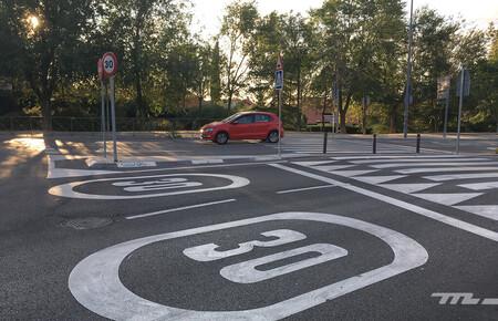 La DGT pide disciplina de carril y recuerda la necesidad de una conducción 'encarrilada' en ciudad