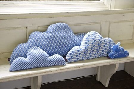 """Viviendo en las nubes, almohadones """"Cloud"""" para un dormitorio infantil"""