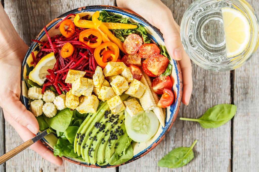 'Vegan before dinner': la nueva tendencia que nos ayuda a reducir el consumo de carne relegándola a la hora de la cena