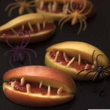 Bocas terroríficas de manzana, la receta fácil y saludable para Halloween