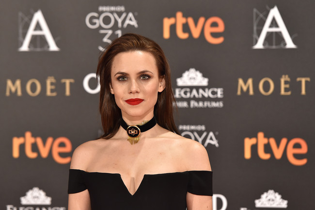 Aura Garrido lleva el gótico chic a otro nivel en la alfombra roja de los Goya 2017