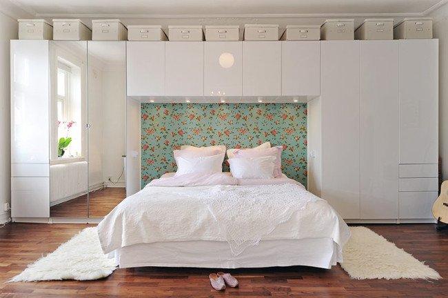 Gana espacio de almacenamiento con un puente sobre la cama for Armario puente ikea
