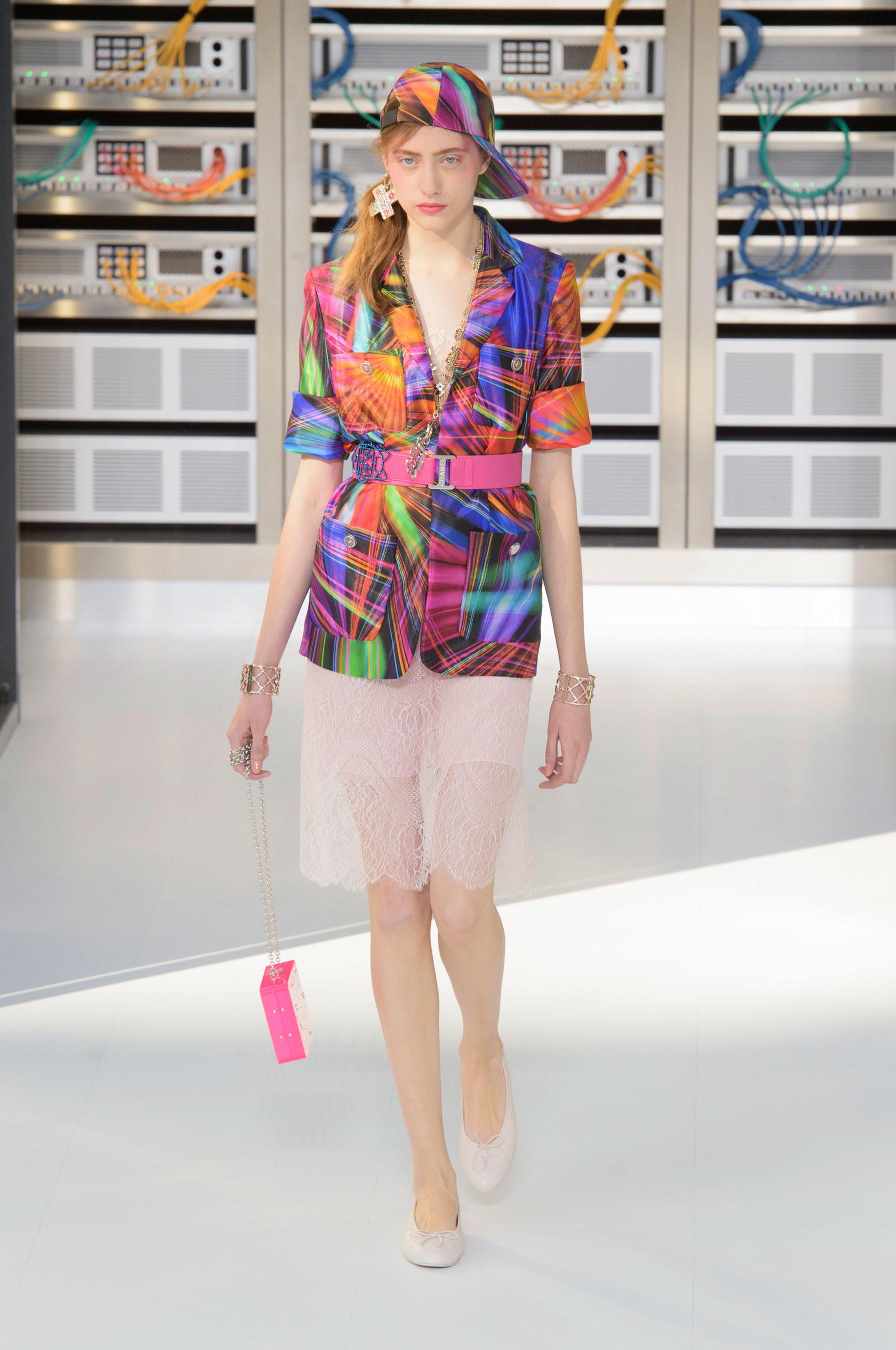 Foto de El regreso al futuro de Chanel en su colección Primavera-Verano 2017 (44/96)