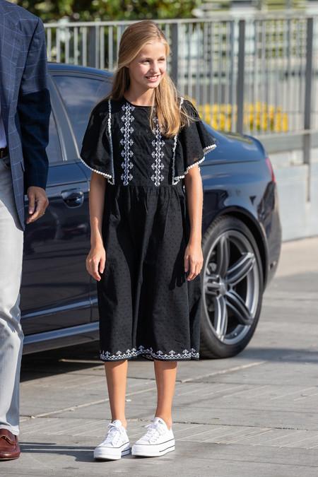 Si te ha gustado el vestido de la Princesa Leonor de Mango, lo tienes de tu talla