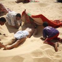 Nada más caliente que tomar un baño de arena en Egipto