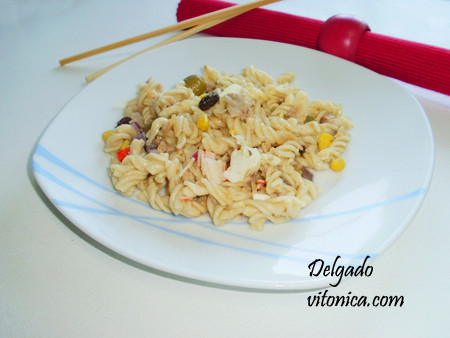 Ensalada de pasta integral vegetal. Receta saludable