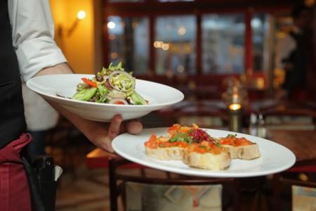 La mayoría de los restaurantes ofrecen platos cargados de calorías