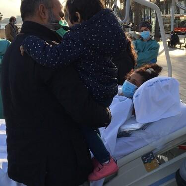 El emotivo instante en que una madre conoce a su bebé tras pasar 20 días en la UCI por Covid