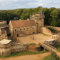 En Francia están construyendo un castillo medieval utilizando técnicas medievales
