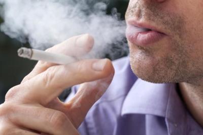 Fumar se asocia a más riesgo de sufrir dolor de espalda crónico