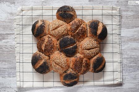 Pan de fiesta o panecillos de espelta integral y semillas: receta para acompañar nuestros menús de fiesta (o de diario)