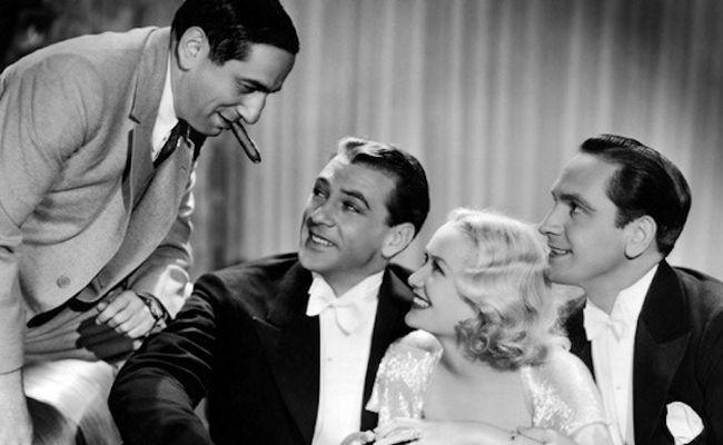 Lubitsch, Cooper, Hopkins y March posan para una fotografía publicitaria de Una Mujer Para Dos