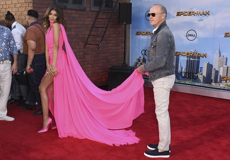 zendaya spiderman los angeles rosa look outfit estilismo