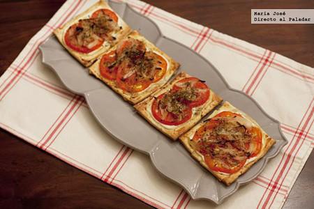 Receta de tostas de hojaldre con tomate, para un aperitivo rápido y delicioso