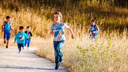 9 zapatillas deportivas para niños por menos de 25 euros en el outlet de Adidas y Reebok