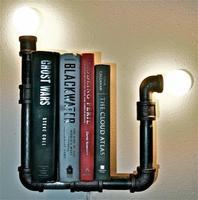 Día del libro: estanterías para libros realizadas con tuberías