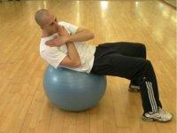 Alternar los abdominales entre series de otras rutinas no es buena idea