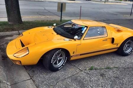 Idiota, esto no es 'Grand Theft Auto'. Repintando un Ford GT40 robado no pasas desapercibido