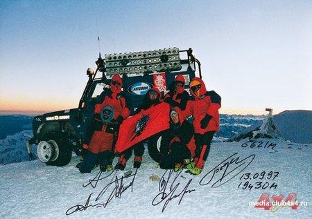 Abramov y su equipo en la cima del Elbrus
