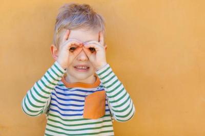 ¿No quiere ponerse las gafas? Diez trucos para conseguirlo