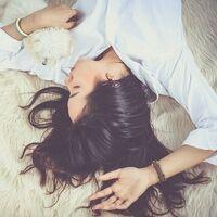 Las siestas cortas no alivian el déficit de sueño, según este nuevo estudio