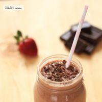 Smoothie de chocolate, fresas y plátano. Receta