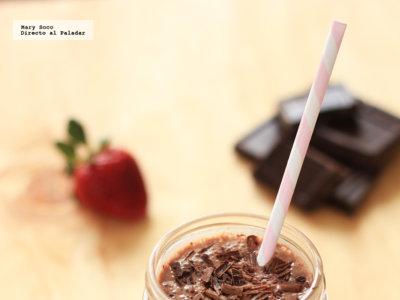 Smoothie de chocolate, fresas y plátano. Receta