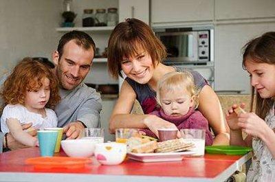 Cuando comemos no solo comemos, también nos debemos comunicar con los niños