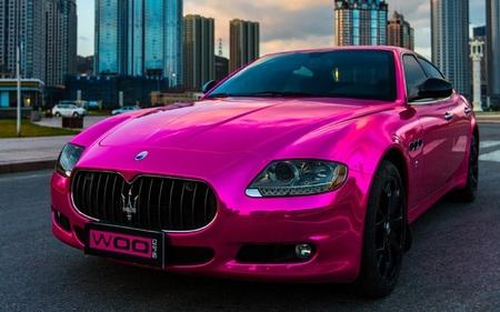 Maserati Quattroporte en rosa
