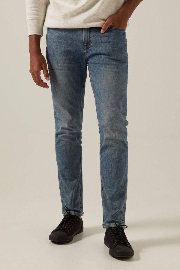 Jeans slim lavado medio