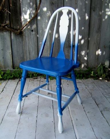 silla gradiente blanco azul