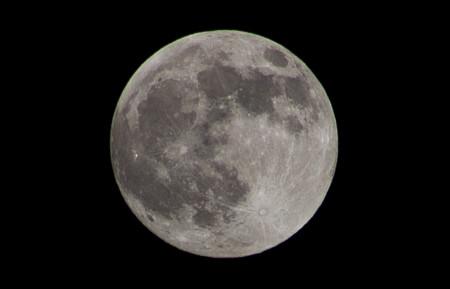 ¿Se puede ver la bandera americana que ondea en la Luna desde la Tierra?