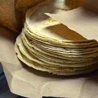 Por qué debemos evitar consumir las tortillas que compramos en el supermercado