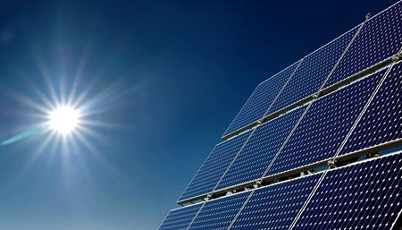 ¿Serán las granjas solares el futuro de la energía en Colombia?