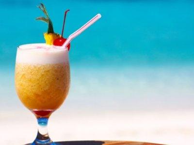 Miami Beach y las pajitas de las bebidas en la playa
