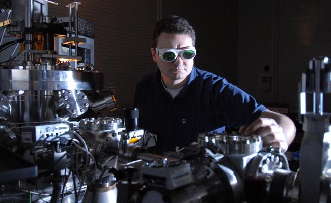 Cuarenta veces la trillonésima parte de unsegundo: por primera vez, acabamos de determinar cuánto dura el efecto fotoeléctrico